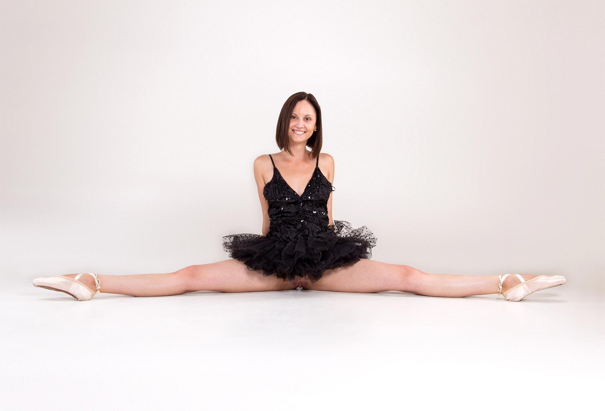 Nude ballet: naked ballet photos and videos with flexible ballerinas