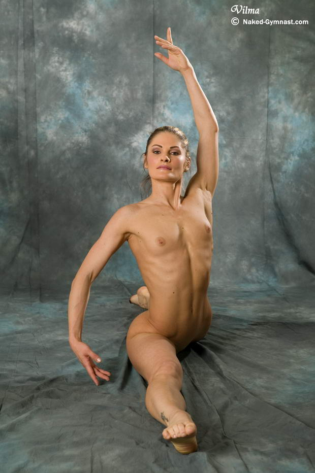 most gorgeous girl dancing naked