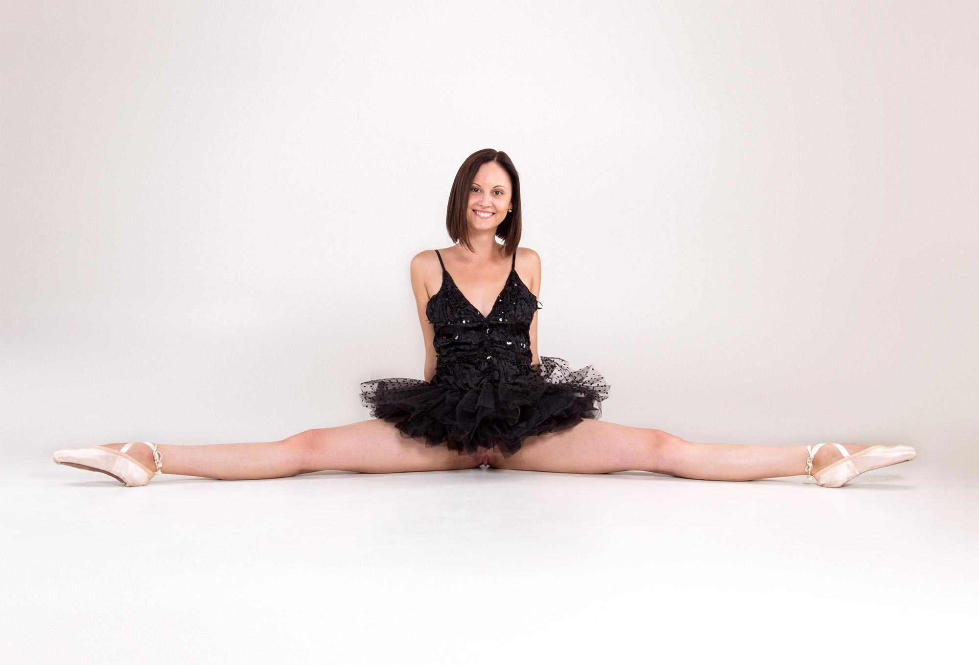 Nude ballet: naked ballet photos and videos with flexible ballerinas
