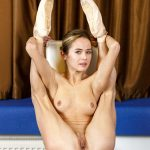 Nude ballet video: naked ballerinas perform super flexible tricks